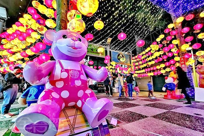 每隻泰迪熊都代表著不同的涵義。/玩全台灣旅遊網特約記者隱月攝