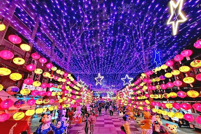 璀璨華麗的燈籠海隧道。/玩全台灣旅遊網特約記者隱月攝