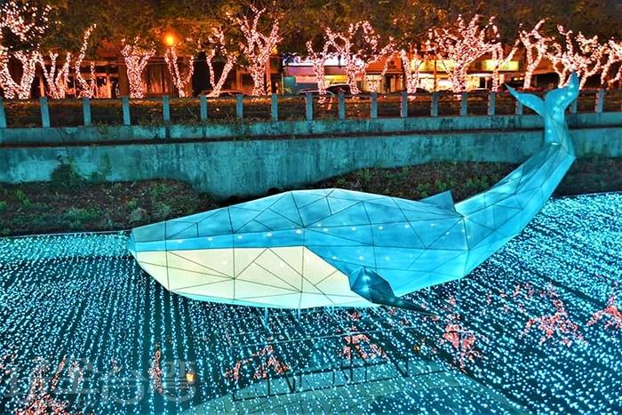 尾巴翹起來的大鯨魚好像在說著歡迎光臨!/玩全台灣旅遊網特約記者隱月攝