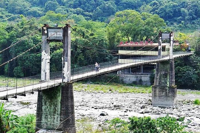 內灣吊橋是早期內灣與外界聯絡的唯一要道。/玩全台灣旅遊網特約記者隱月攝