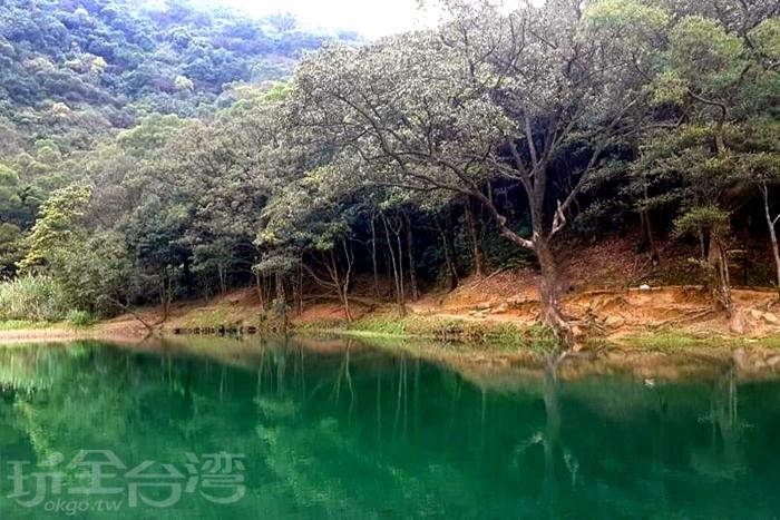如此景緻簡直是臺版九寨溝了。/玩全台灣旅遊網特約記者單雪攝