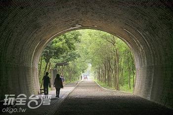 進入宮崎駿漫畫世界,在崎頂隧道找尋龍貓的身影