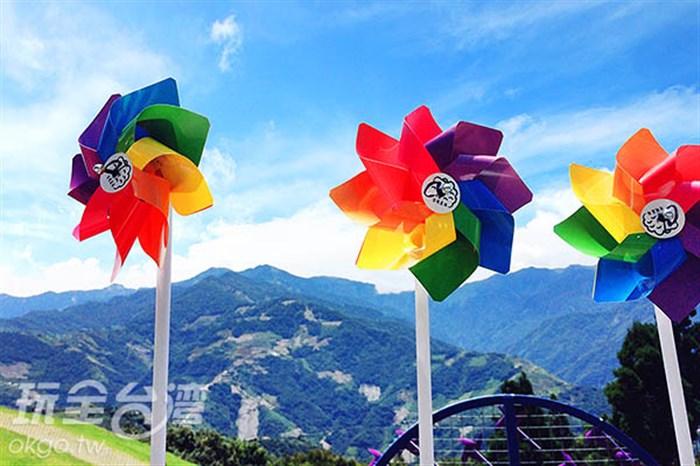 轉轉轉~轉轉轉~一年一度的彩虹風車節來囉~!這麼熱的天氣就趕快來避暑!