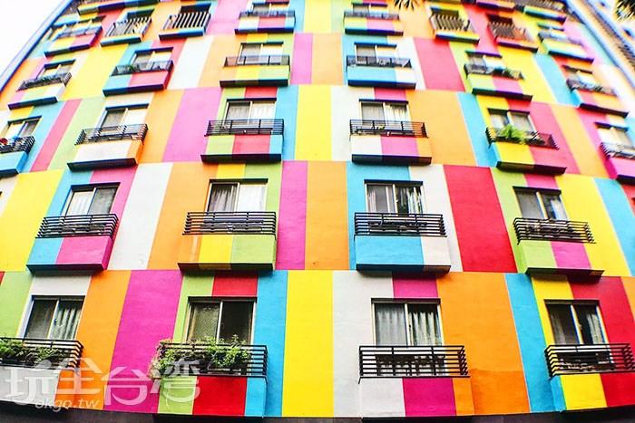 當美麗的彩虹爬上整面牆,這不是歐洲而是在台中!