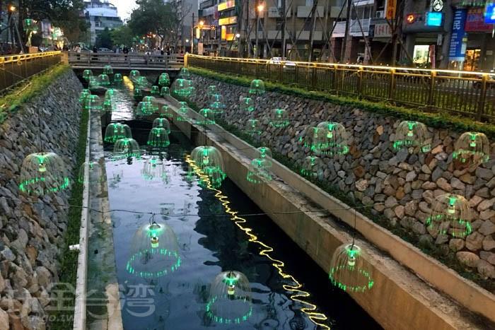 變身的綠川‧帶你看閃亮亮的水母燈‧逛逛台中火車站周邊景點~!!