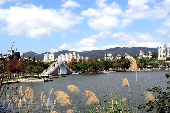 【內湖輕旅】充滿古典氣息的紅樓與讓人忘憂的公園,散策勝地真是令人流連忘返呀!