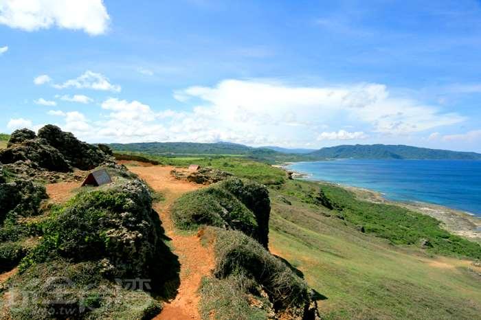 【線上旅遊】一望無際的草原與大海勾勒出的絕美景色!!!