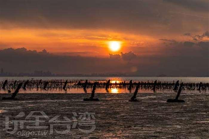 【金門超美夕陽海景】 跟著石將軍一起眺望夕陽餘暉吧!