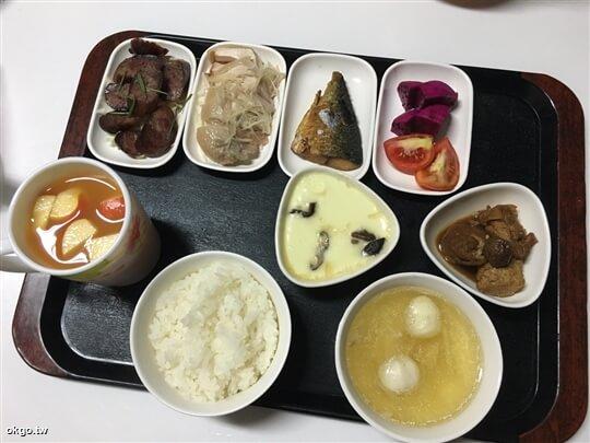 1人份行旅晚餐,5菜一湯。(水果和茶飲是當天額外招待) 相片來源:瑞里詹德仁茶園民宿