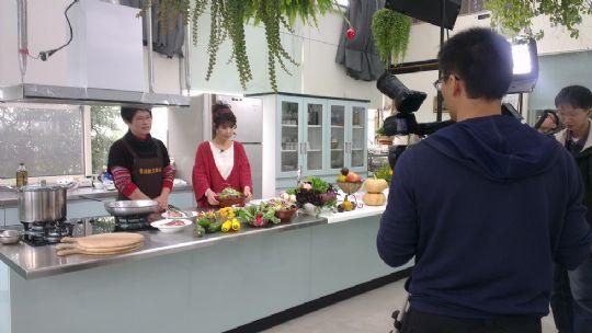 新唐人電視台:廚娘香Q秀節目