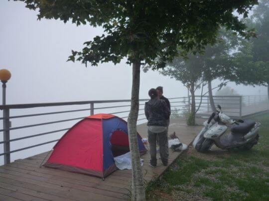 機車露營 相片來源:拉拉山露營.雲頂休閒露營區