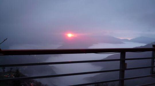 露營區夕陽美景 相片來源:拉拉山露營.雲頂休閒露營區