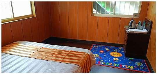 雙人房 相片來源:拉拉山露營.雲頂休閒露營區