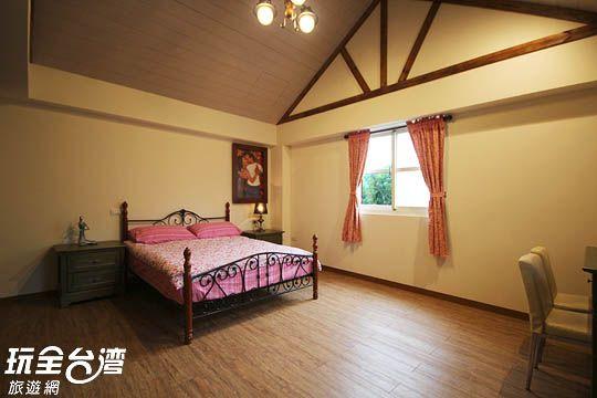 客房名稱: 101 雙人套房  房價資訊:  4200元  3500元  2800元  1000元