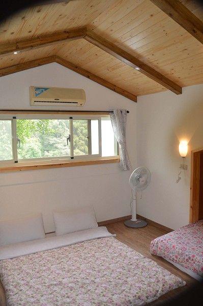 隔樓木屋二人房加床可睡四人
