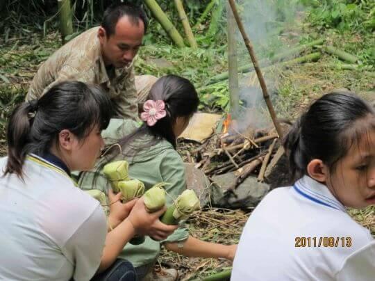我手裡拿的可不是竹筒飯這麼簡單喔! 相片來源:新竹內灣尖石武林帖
