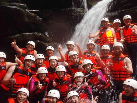 看到第一個瀑布,你以為結束了嗎?這才開始呢! 相片來源:新竹內灣尖石武林帖