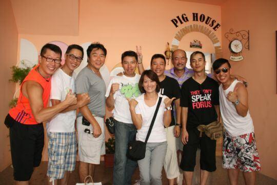 歡迎香港皇家警察 8位大帥哥蒞臨pighouse二館~ 相片來源:墾丁Pig House二館 包棟主題民宿