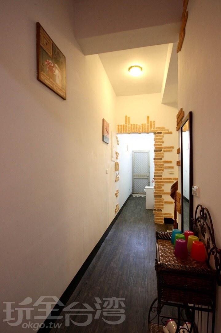 走廊一隅 相片來源:墾丁Pig House二館 包棟主題民宿