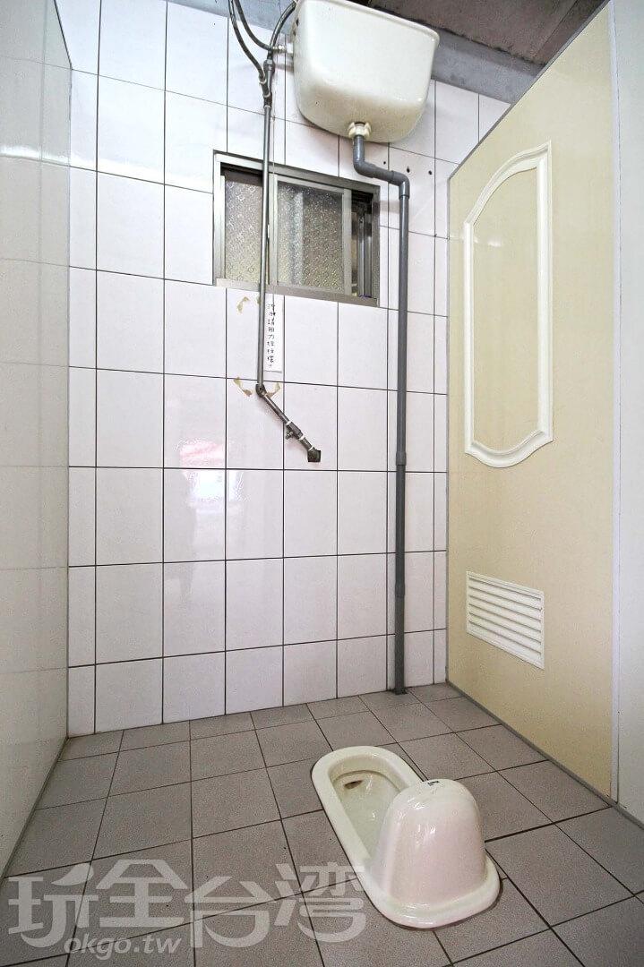 共用衛浴-賞月區下方