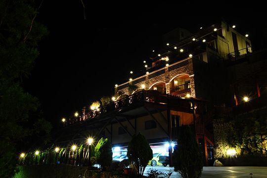 夜拍全景外觀 相片來源:清境楓丹白露民宿