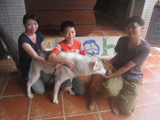 2010.8.10朱小姐3人+1狗住通鋪 相片來源:墾丁寵物民宿.哈CHEESE