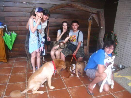 2010.08.16~17邱小姐4人+3狗入住蛋屋和樹屋 相片來源:墾丁寵物民宿.哈CHEESE