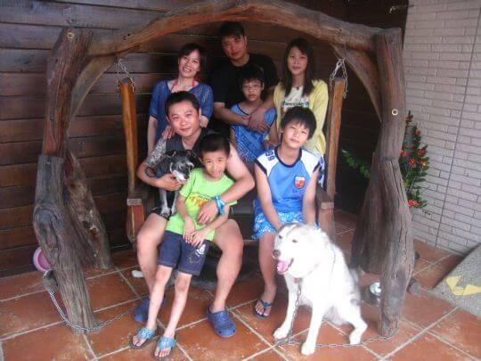 2010.9.25靳先生7人+1狗入住船屋、樹屋和通鋪 相片來源:墾丁寵物民宿.哈CHEESE