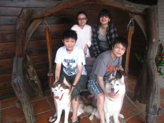 2010.10/4~5蔡小姐4人+1狗入住樹屋和蛋屋 相片來源:墾丁寵物民宿.哈CHEESE