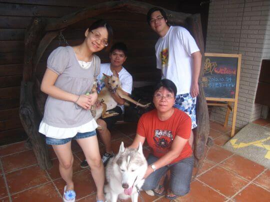 2010.10.24邱先生4人+1狗入住船屋和樹屋 相片來源:墾丁寵物民宿.哈CHEESE