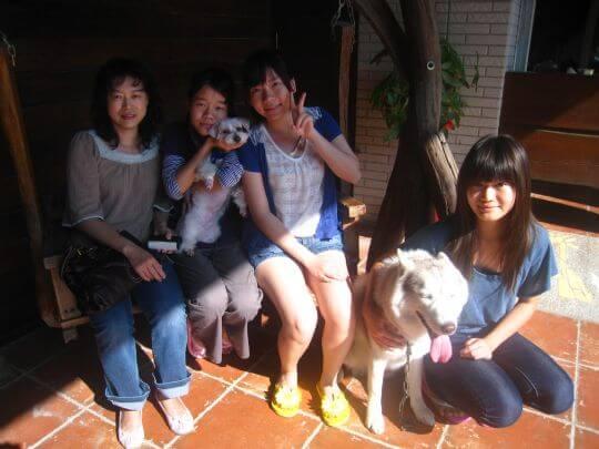 2011.2/3周小姐4人+1狗入住樹屋和船屋 相片來源:墾丁寵物民宿.哈CHEESE