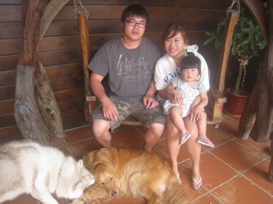 2011.4/30王先生3人+1狗入住船屋 相片來源:墾丁寵物民宿.哈CHEESE