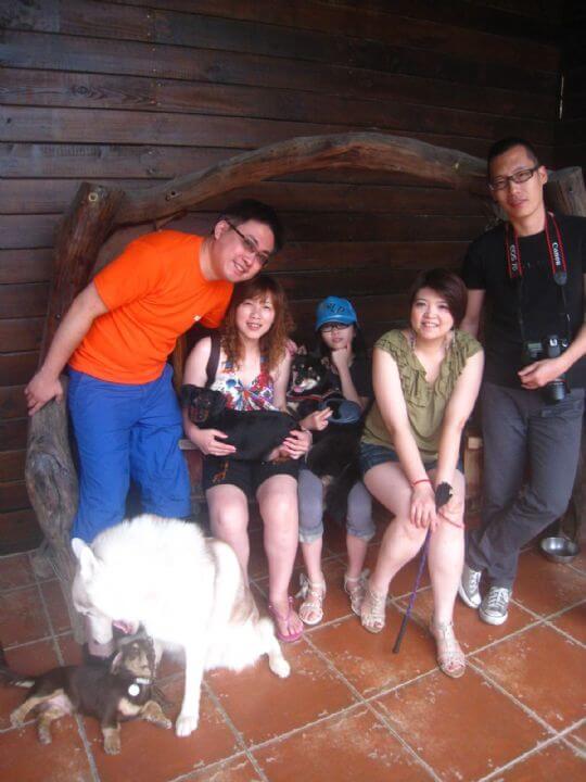 2011.5/12~13張小姐5人+2狗入住船屋和通鋪 相片來源:墾丁寵物民宿.哈CHEESE