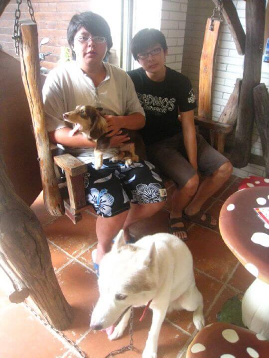 2011.8.17~18王先生6人+2狗入住蛋屋樹屋和船屋 相片來源:墾丁寵物民宿.哈CHEESE