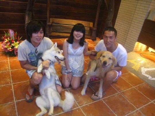 2010.6.26~27簡小姐和朋友四個人入住船屋和蛋屋,帶了SUNDAY一起拍照 相片來源:墾丁寵物民宿.哈CHEESE