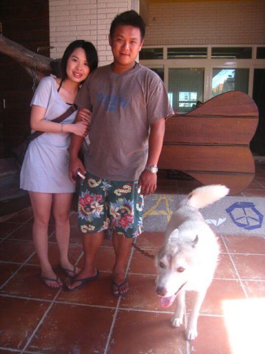 2010.6.30蔡小姐和老公,之前的同事也來捧場,真是太感動了,因都在海生館工作當然選擇船屋囉! 相片來源:墾丁寵物民宿.哈CHEESE