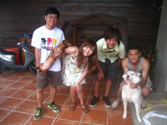 2010.7.22~23葉小姐五個人連續入住船屋和蛋屋,遇到一群很客氣的年輕人! 相片來源:墾丁寵物民宿.哈CHEESE
