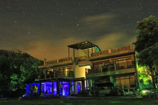 竹安莊夜景 相片來源:墾丁竹安莊景觀民宿