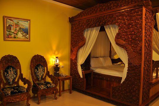 觀海2人仿古雕刻床 相片來源:小琉球~八村旅店villa館