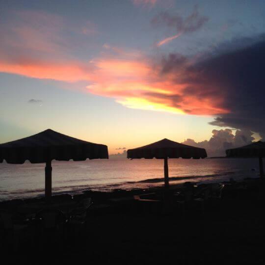 傍晚可以坐在民宿前的大草皮上,看著夕陽。 相片來源:蘭嶼好望角渡假村