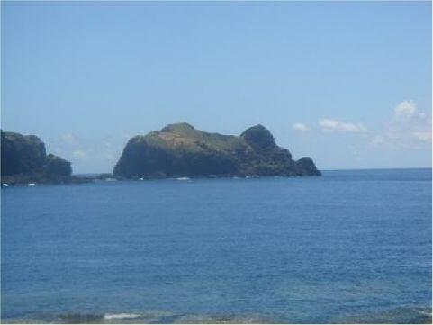 哈巴狗- 位於環島公路8公里處,哈巴狗岩是因火山噴發以及海蝕作用而形成的石像。哈巴狗岩四周環繞著蔚藍大海,海底景色的優美讓來到這裡的遊客驚嘆聲不斷。 相片來源:綠島長泰海景民宿