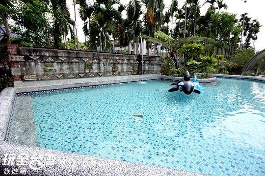天然泉水戲水池