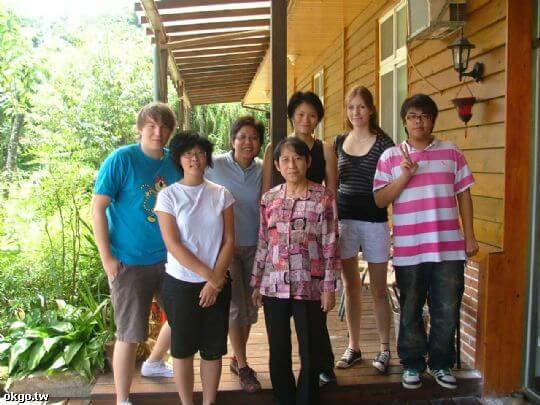 來自德國與新加坡的朋友合影 相片來源:九族民宿渡假小屋