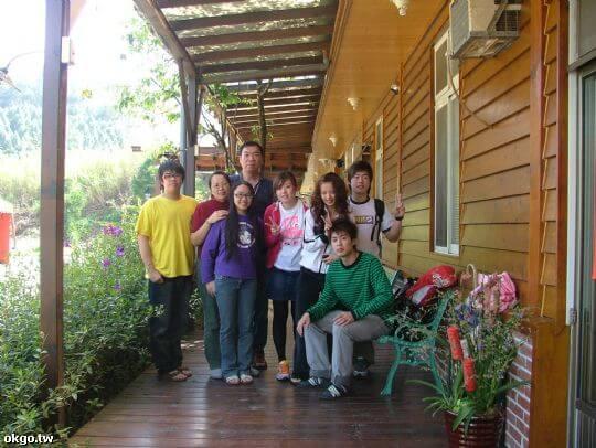 鳳凰情侶黨與主人合影 相片來源:九族民宿渡假小屋