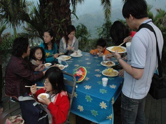 烤山豬、搗麻糬 相片來源:瑞里茶壺民宿