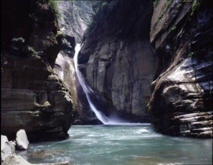 尚未開放遊客進入的中杭-----太極瀑布 相片來源:竹山天梯山林瓦舍民宿