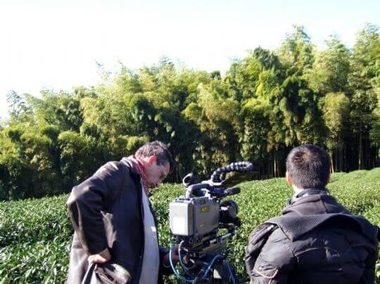 公共電視VS法國ARTE合製 多寶格紀錄片 (在大鞍取景宿山林瓦舍) 相片來源:竹山天梯山林瓦舍民宿