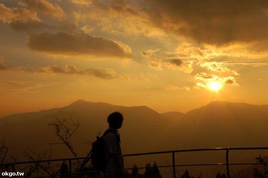 背著背包和腳架就可以去拍照了 相片來源:拉拉山民宿‧桃花源農莊