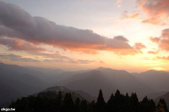 這裡的夕陽很美,我很愛攝影,她似乎就是不會讓我失望 相片來源:拉拉山民宿‧桃花源農莊