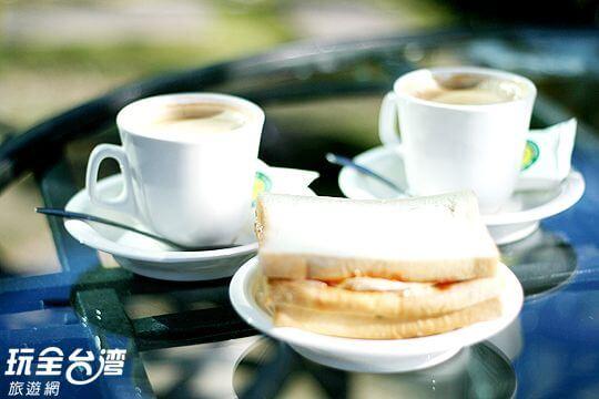 每日清晨,觀雲阿姨都會親自為每一位客人準備營養美味的西式早餐~